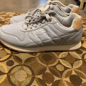 LEVI'S Baby blue tennis shoes Sz 6